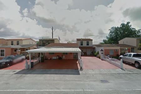 Nice Townhouse with many updates - Hialeah