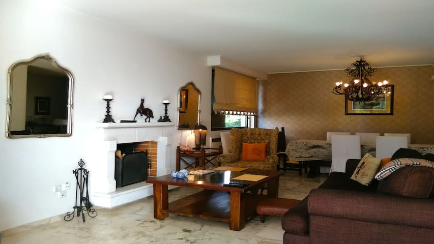 Maisonette 150sqm with pool in the centre of Voula - Voula - House