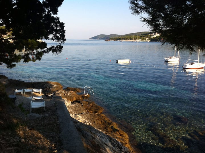 Hvar holiday home, 20 meters from the sea