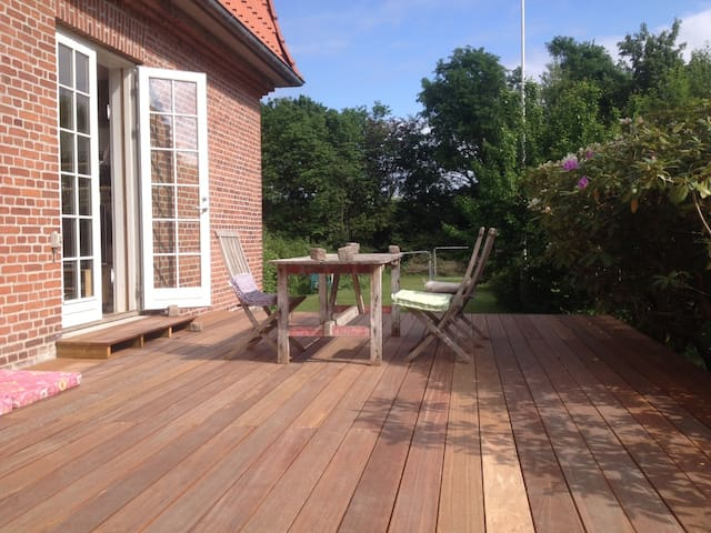 Great house with a fantastic garden - Søborg - Villa