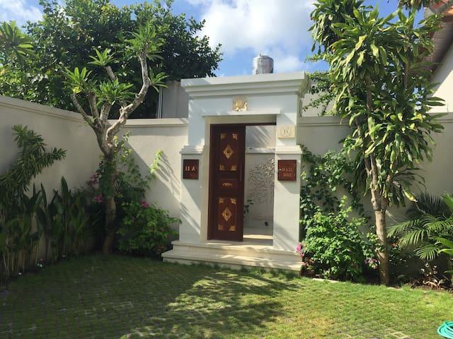 JL Duyung Gang 1 - 11A - La Maison d'Helene & Antoine - Sanur Bali