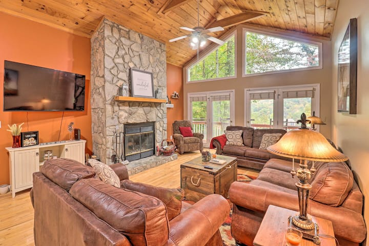 NEW! Cozy Rustic Red Cabin in Maggie Valley Club!