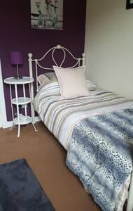 Cosy spacious single room