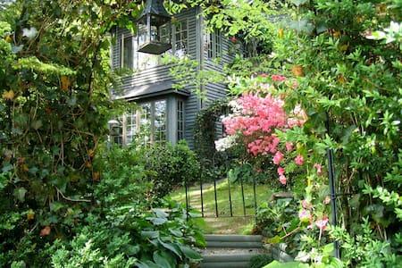 Charles Street Garden Suite (Apt) - Saluda