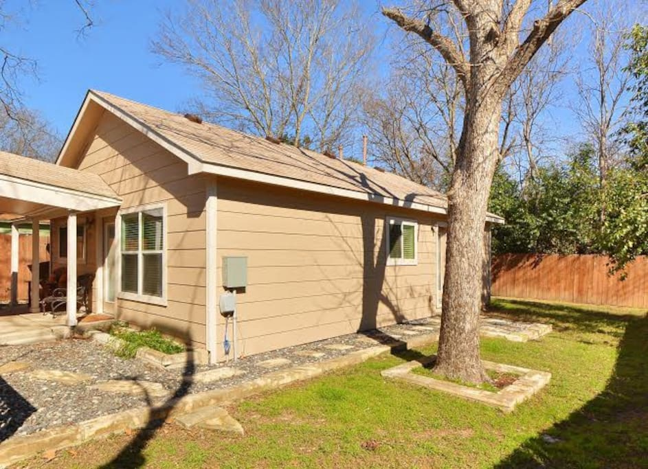 2br renovated austin coach house cabins for rent in for Austin cabin rentals