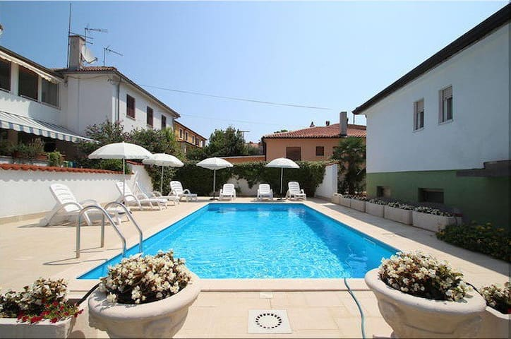 Nice Vila Maria with pool, 3 bedrooms, free wi fi - Umag - Huis