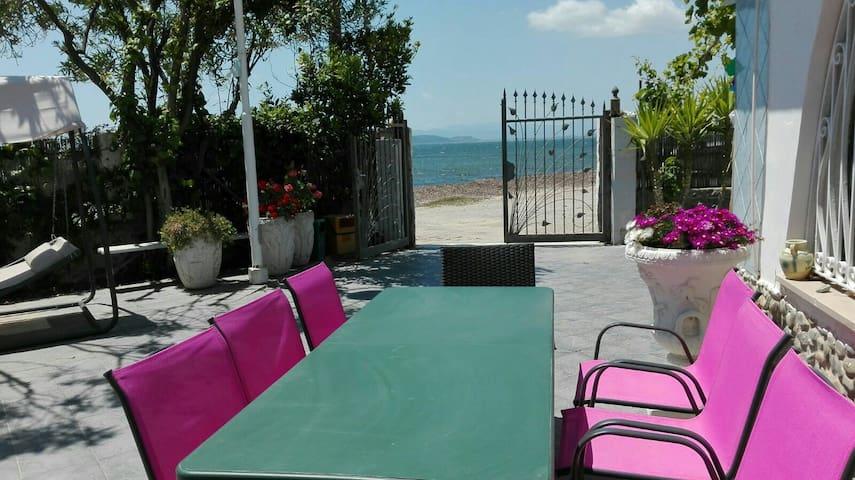 Comfortable Villa in front sea