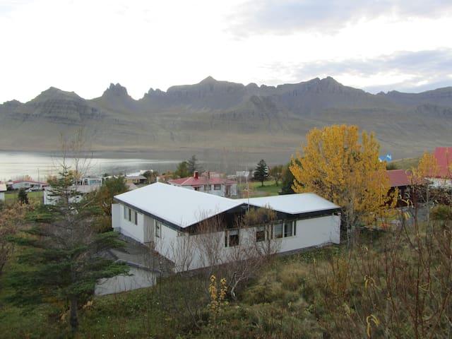 Nice and cosy house - Stöðvarfjörður - Casa