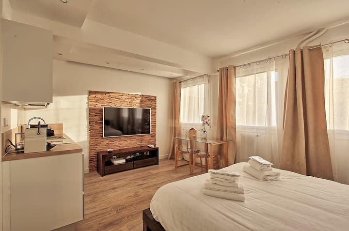 Modern and cosy studio close to Eiffel Tower!