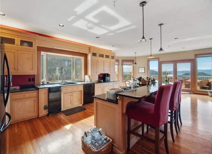 River/Mountain View House Goshen Suite #4