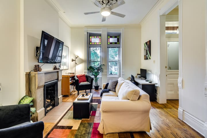 1 Bedroom Apartment in Historic Old Town House