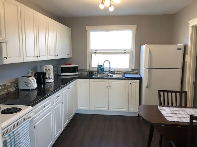 Brand new 3 bdrm unit, great WiFi, private laundry