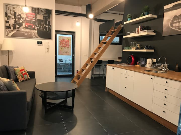 Modern and cozy Studio with Garden in centre