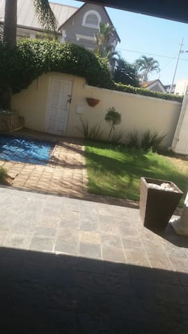 Home with a bar. Close to the beach - Durban - Huis