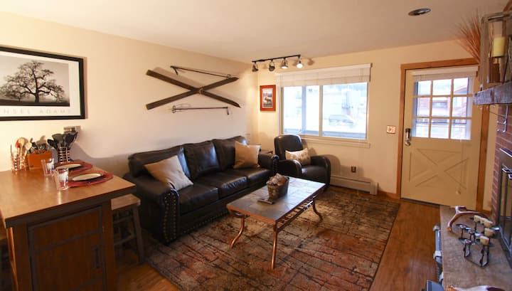 Hi Country Haus 13-15. Cozy Downtown WP 1BR, Walk to Everything!