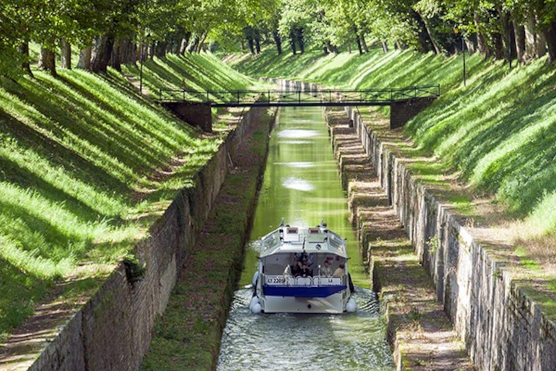 sortie du tunnel du canal de bourgogne à pouilly en auxois
