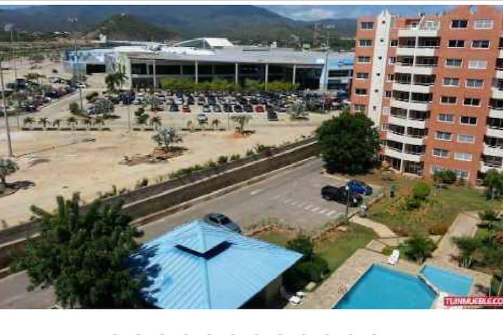 Vista desde el apartamento. Centro Comercial Costa Azul - Gold Gym
