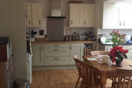 Lovely spacious Romsey home - Romsey - Hus