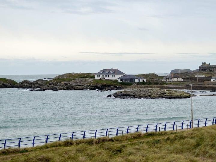 Boating Cottage (W41433)
