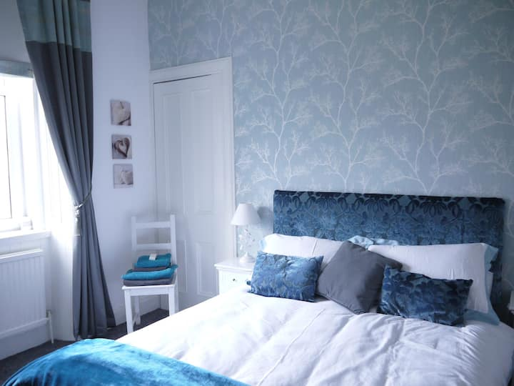 Tasteful double room,with ensuite.WestEnd.
