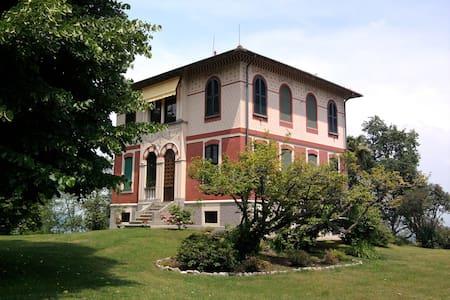 Villa d'epoca in posizione panoramica