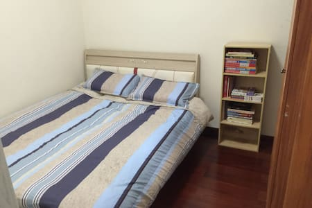 Clean comfortable and LOCATION!! - Apartment