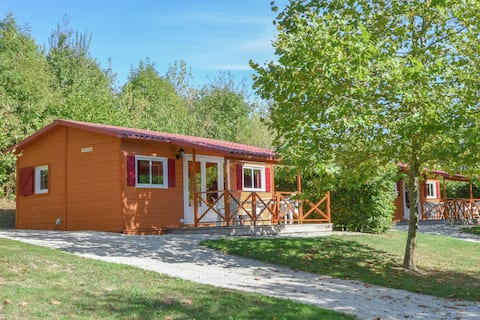Lovely wooden chalet on a beautiful lake with a magnificent view!