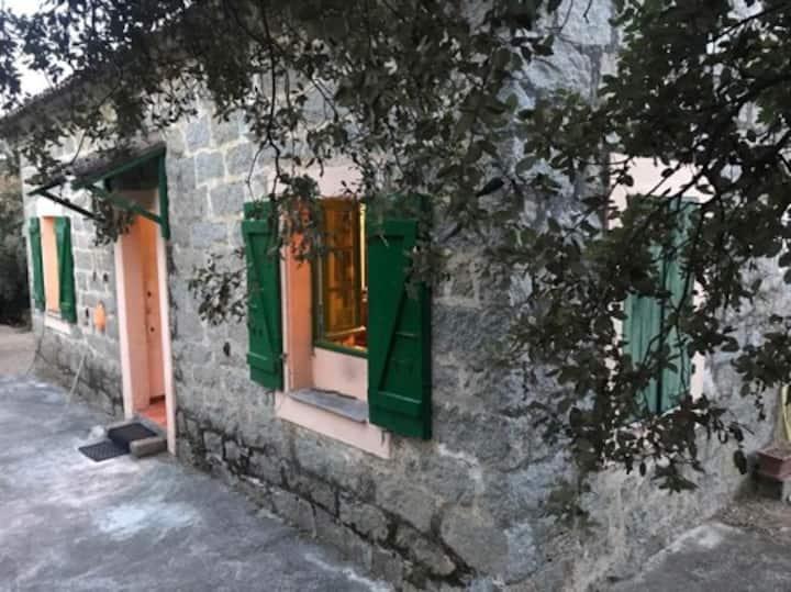 Maison de vigneron entre mer et montagne