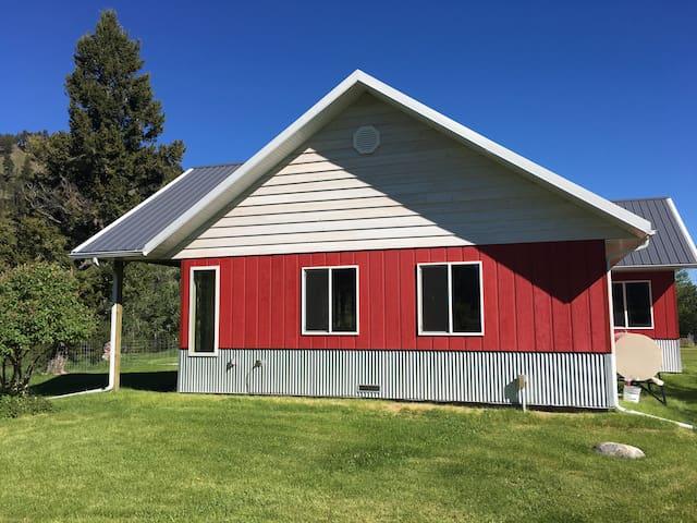Charming Creekside Cottage