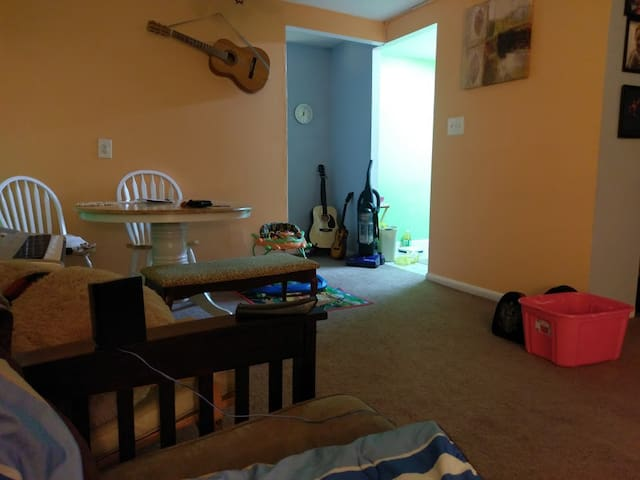 Apartment in NE Philly, 15 from Center City