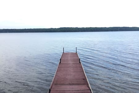 Executive Cottage on Sandy Lake. - Buckhorn - Hus