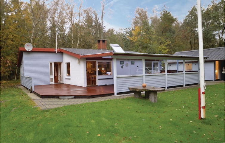 Holiday cottage with 3 bedrooms on 70 m² in Højslev