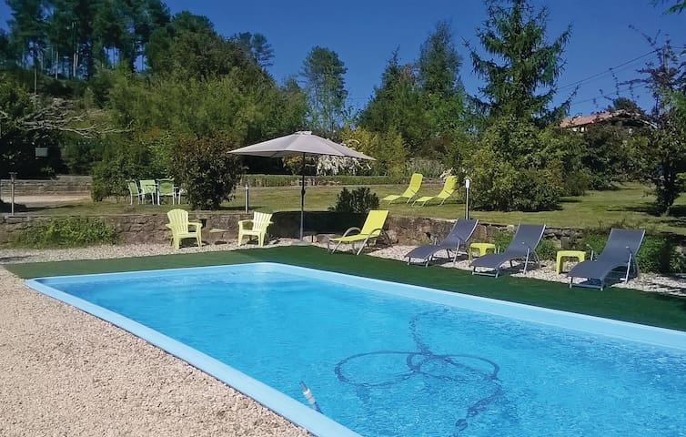 Holiday cottage with 4 bedrooms on 130 m² in Bordezac