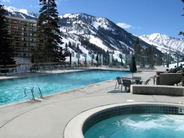 Snowbird Cliff Club available 2/16 to 2/23/2018