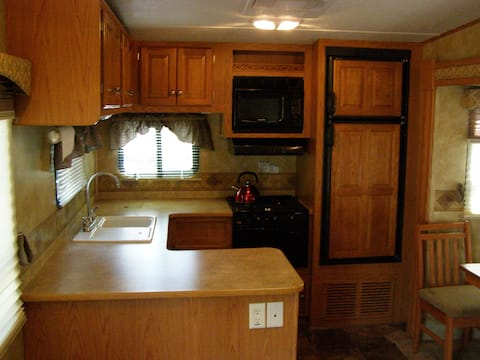 Spacious RV Lodging 7 minutes from I-205