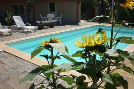 Gîte chez l'habitant avec piscine - Villesèque-des-Corbières - Chalet