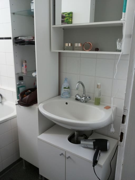 Enjoy a lot of space for ur stuff in the bathroom