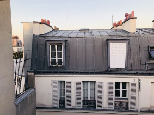 Room in the center of Paris.
