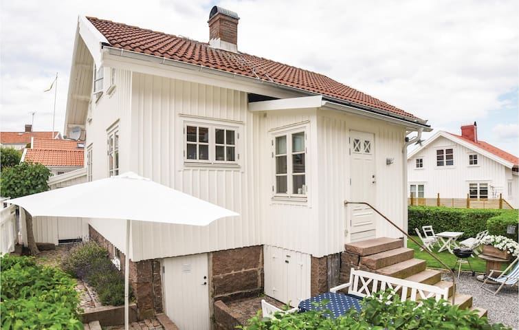 Holiday cottage with 2 bedrooms on 68m² in Bovallstrand