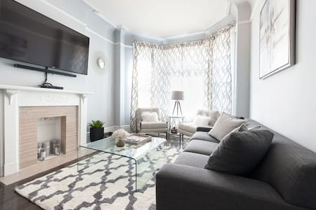 Charming 2BR in Hyde Park - Чикаго