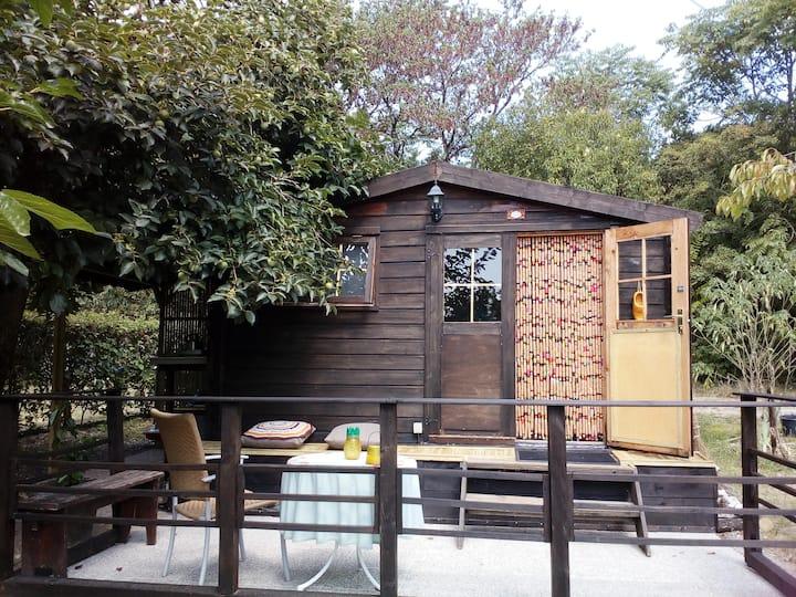La mignonnette, small wooden cabin à la campagne