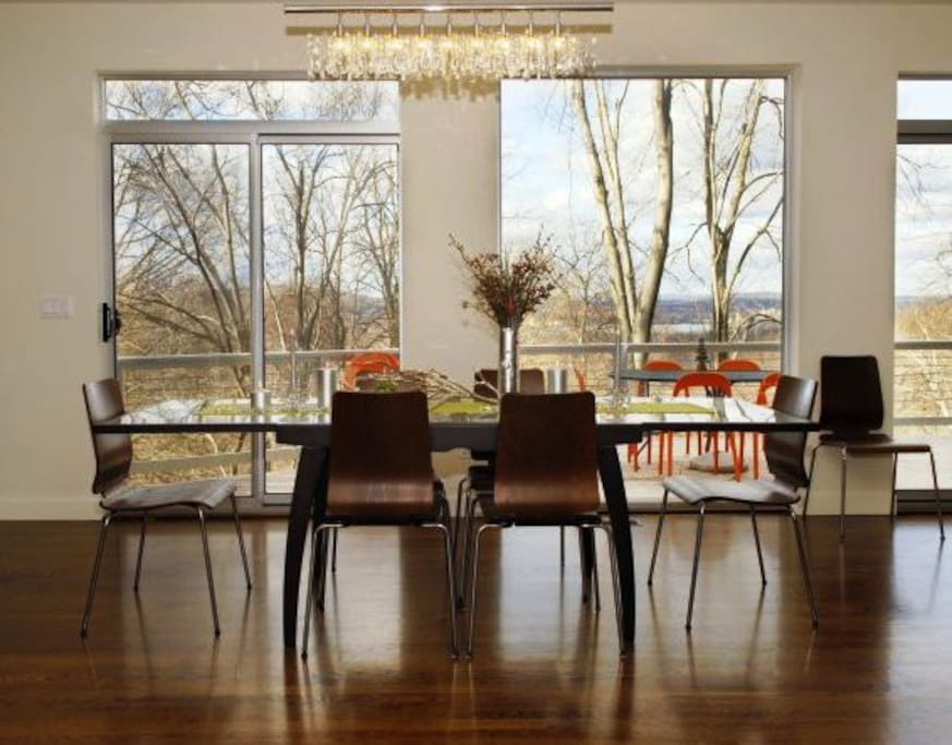 Open dining room seats 6-8 adjoining kitchen and living room