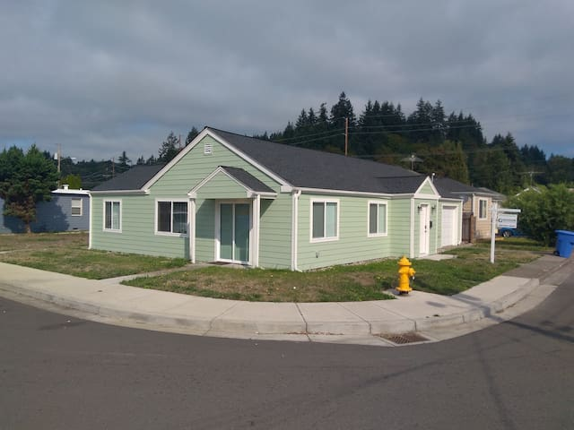 Remodeled 3 Bed One Story Near Freeway