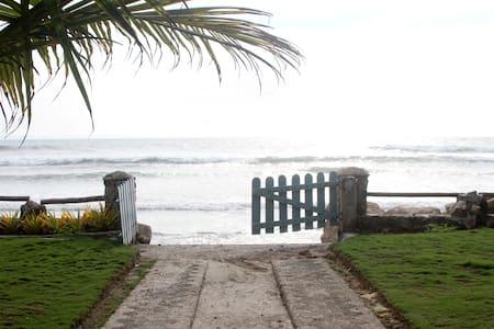 Private beachfront villa with pool - San José de las Nuñez - Villa