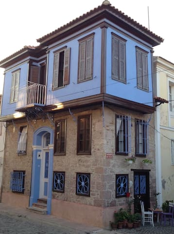 Historic House in Old Town Ayvalik - Ayvalık - Bed & Breakfast