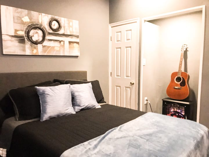 Chic Private Rm 1D West Phila 5min Train Downtown
