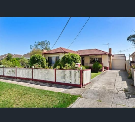 Altona house for rent