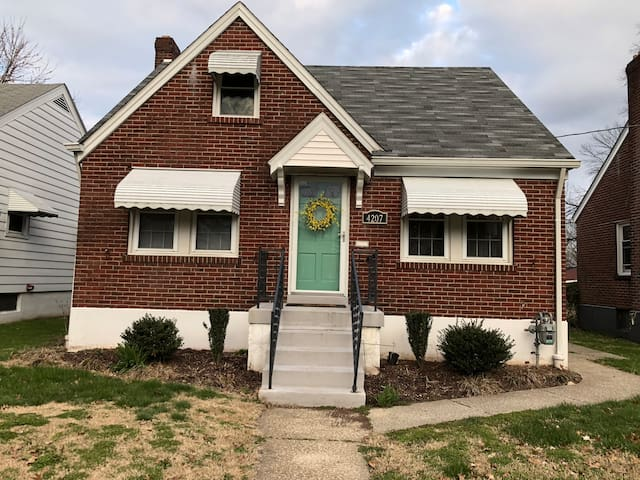 Charming house walking distance to Churchill downs