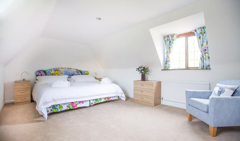 Newly refurbished Apartment in Beautiful Gardens