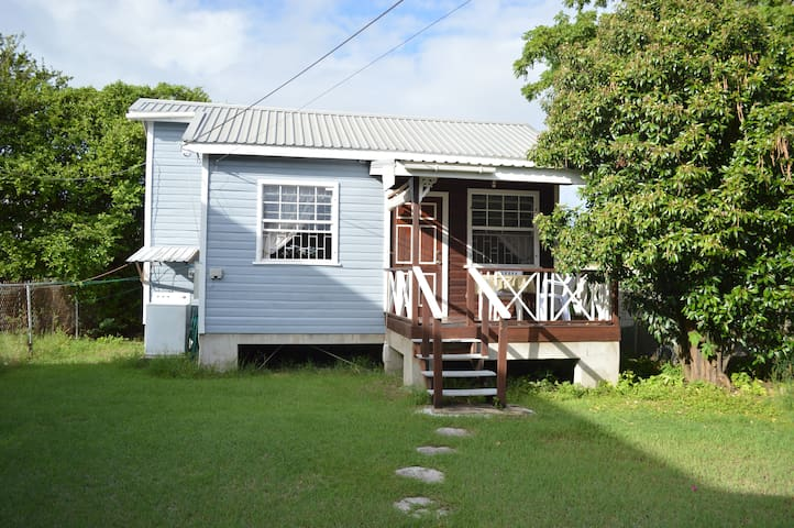 Cottage 5 minutes walk to Carlisle Bay - Bridgetown - Bungalow